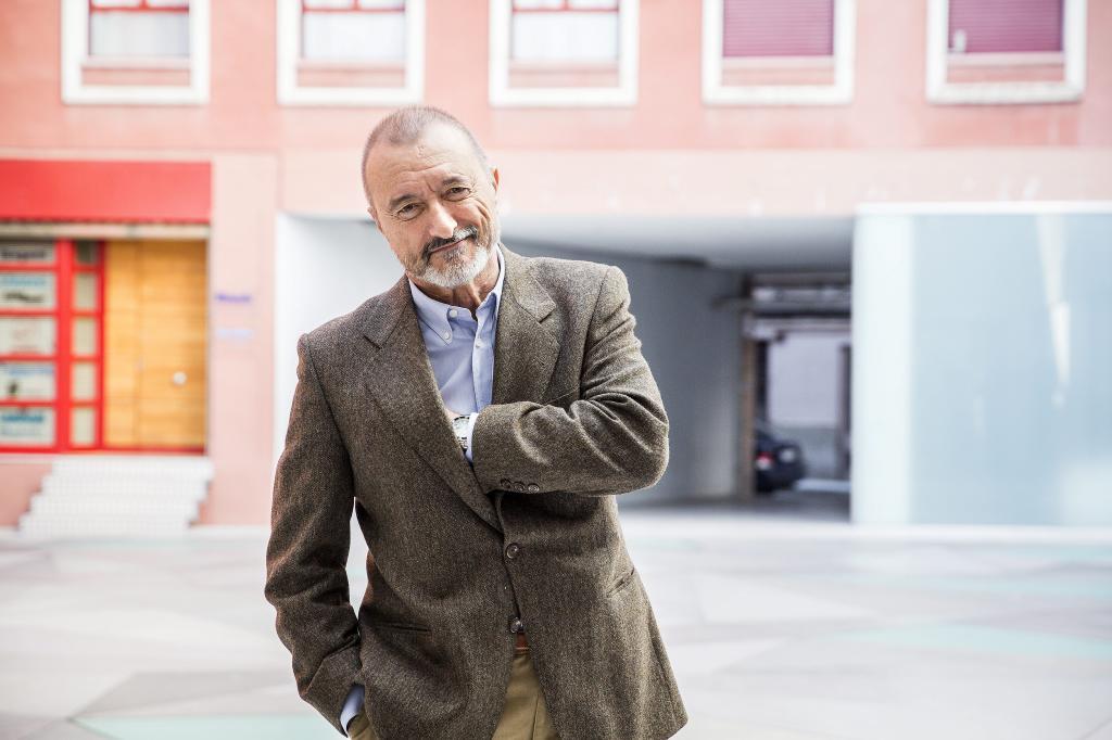 Pérez-Reverte inaugura el Máster de Periodismo de EL MUNDO